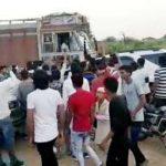 सोनौली:सड़क दुर्घटना से आक्रोशित युवको ने मचाया तांडव,तोड़े टैंकर के शीशे