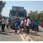 नौतनवा: राष्ट्रीय राजमार्ग के डिवाइडर पर ट्रक चढ़ा, बड़ा हादसा टला
